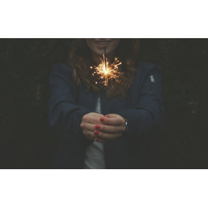 フリー写真, 人物, 女性, 外国人女性, 花火, 火花, 線香花火