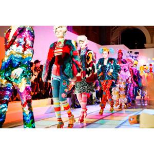 フリー写真, 人物, 女性, 集団(グループ), ファッションショー, 仕事, 職業, ファッションモデル, レディースファッション