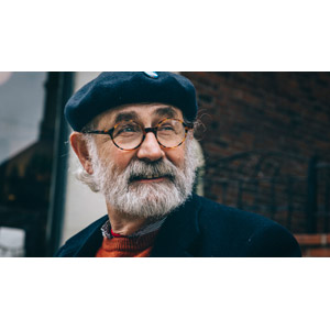 フリー写真, 人物, 老人, シニア男性, 祖父(おじいさん), ベレー帽, 老眼鏡