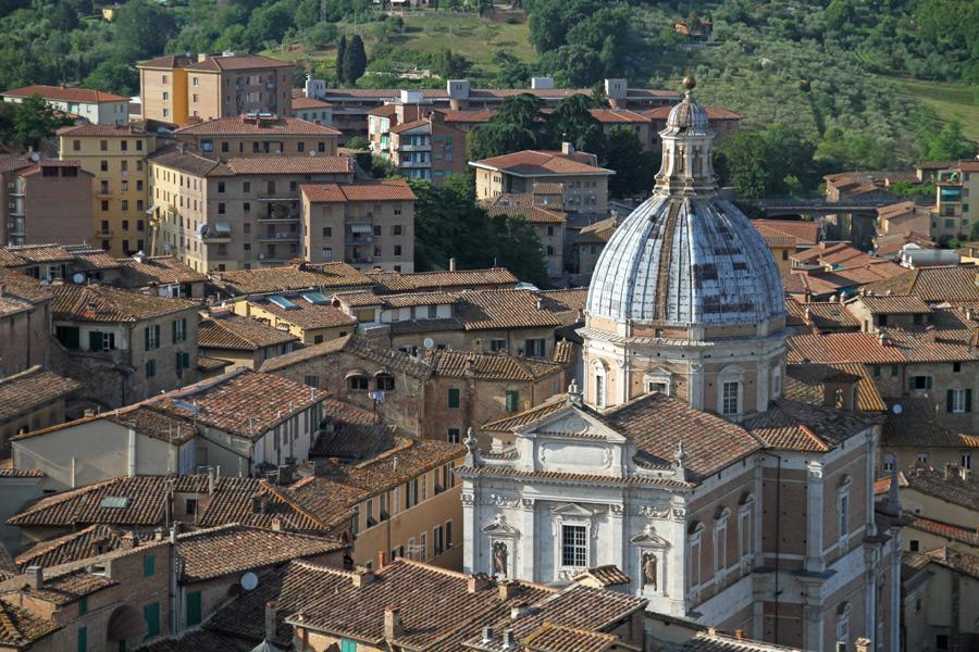 フリー写真 イタリアのシエーナの旧市街の風景