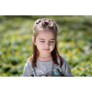 フリー写真, 人物, 子供, 女の子, 外国の女の子, ルーマニア人, 目を閉じる