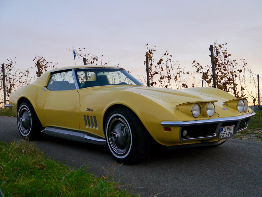 フリー写真 乗り物 黄色のシボレーコルベットC3