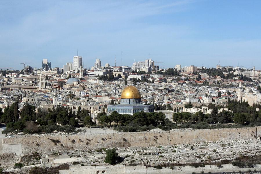フリー写真 岩のドームとエルサレムの街並み