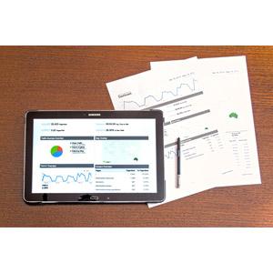 フリー写真, 家電機器, パソコン(PC), タブレットPC, 書類, グラフ, SEO, ウェブサイト, ビジネス