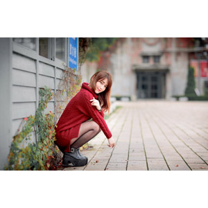フリー写真, 人物, 女性, アジア人女性, 陳樂樂(00176), 中国人, セーター, しゃがむ