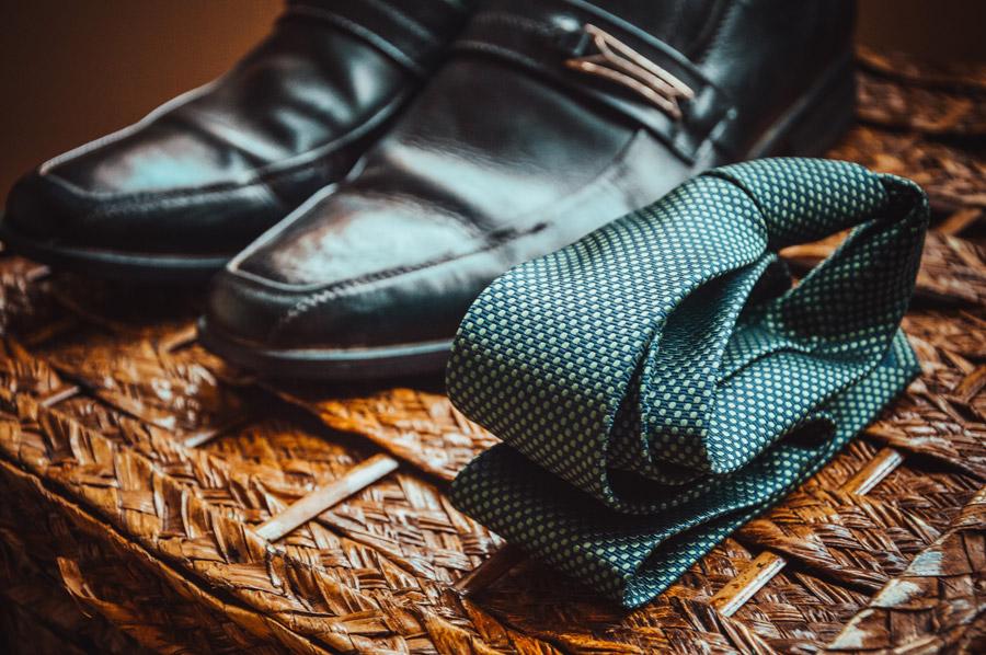 フリー写真 革靴とネクタイ