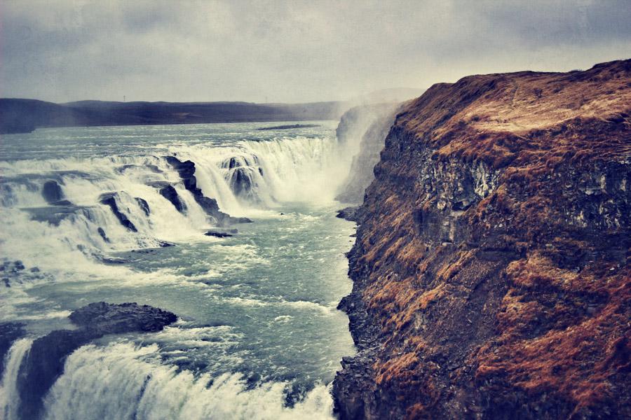 フリー写真 グトルフォスの滝に流れる川の風景