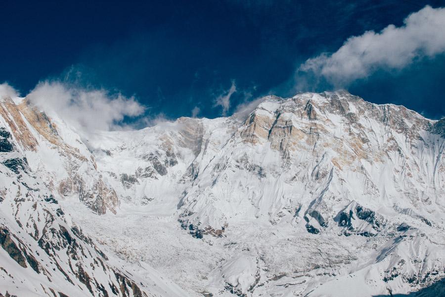 フリー写真 雲とヒマラヤ山脈の風景