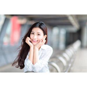 フリー写真, 人物, 女性, アジア人女性, 楚珊(00053), 中国人, 頬杖をつく, 顎に手を当てる