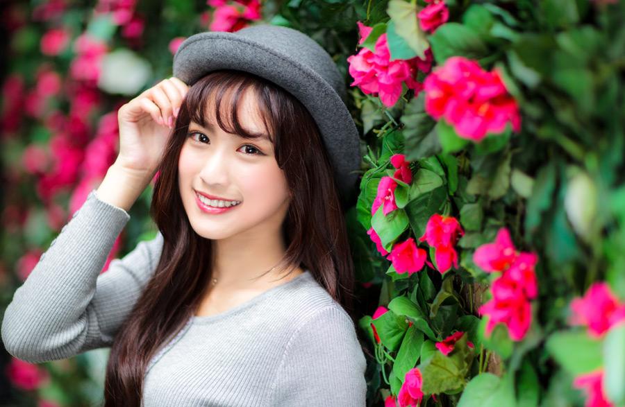 フリー写真 ボーラー帽を被る女性のポートレイト