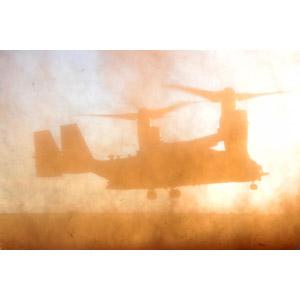 フリー写真, 乗り物, 航空機, 飛行機, 兵器, 輸送機, V-22 オスプレイ, アメリカ軍, 土煙