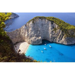 フリー写真, 風景, 崖, 海, ビーチ(砂浜), ギリシャの風景, ザキントス島, 海水浴, クルーザー, リゾート, バケーション