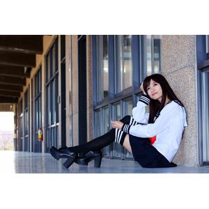 フリー写真, 人物, 女性, アジア人女性, 少女, アジアの少女, 中国人, 可艾(00184), 高校生, セーラー服(学生服), 学生服, 学生(生徒), 座る(床), 学校, 廊下, 頭に手を当てる