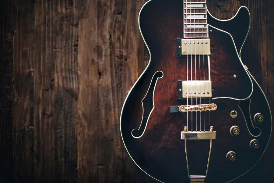 フリー写真 木目調のエレキギター