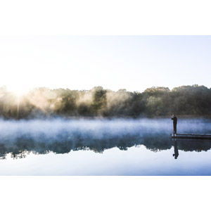 フリー写真, 風景, 湖, 霧(霞), 朝, 朝日, 桟橋, 人と風景, 男性