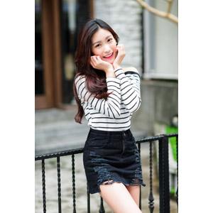 フリー写真, 人物, 女性, アジア人女性, 楚珊(00053), 中国人, ミニスカート, 頬に手を当てる
