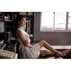 フリー写真, 人物, 女性, アジア人女性, 座る(床), ワンピース