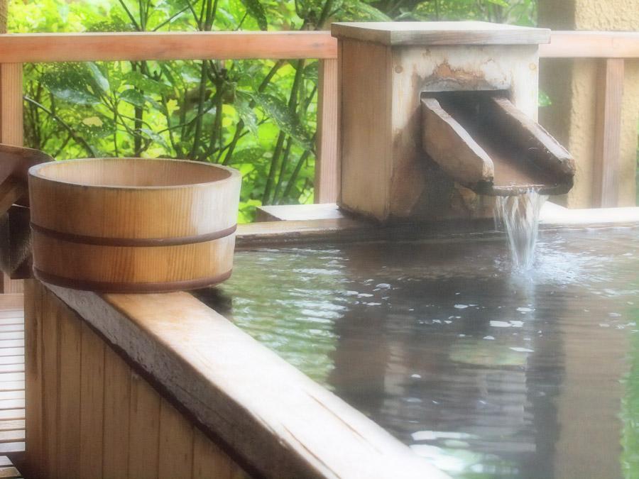 フリー写真 風呂桶と温泉