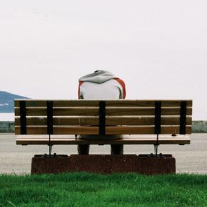 フリー写真, 人物, 男性, 後ろ姿, 座る(ベンチ), ベンチ, 落ち込む(落胆), 失望(絶望)