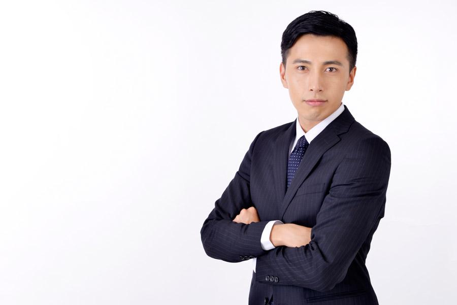 フリー写真 腕組みをしている日本のビジネスマン