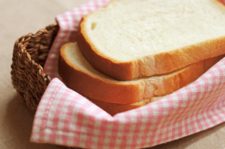 フリー写真 バスケットの中の食パン