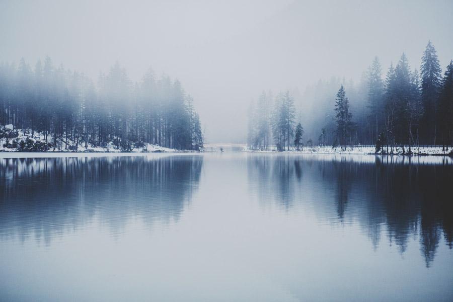 フリー写真 ヒンター湖と霧と雪の風景
