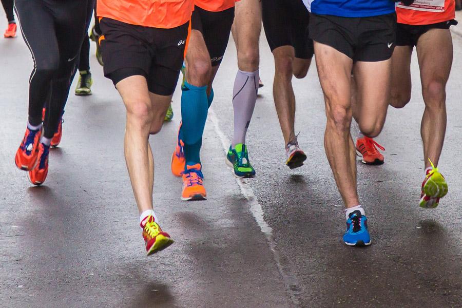 フリー写真 マラソンランナーの脚