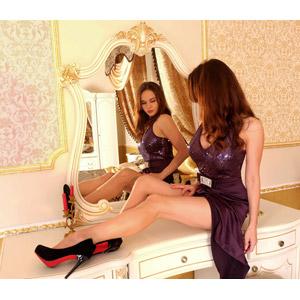 フリー写真, 人物, 女性, 外国人女性, 女性(00115), ロシア人, ドレス, 鏡台, 化粧台, 座る(机), 鏡(ミラー)