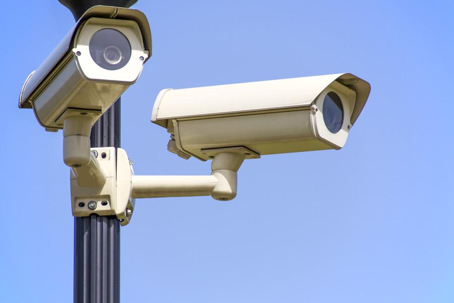 フリー写真 二台の監視カメラ