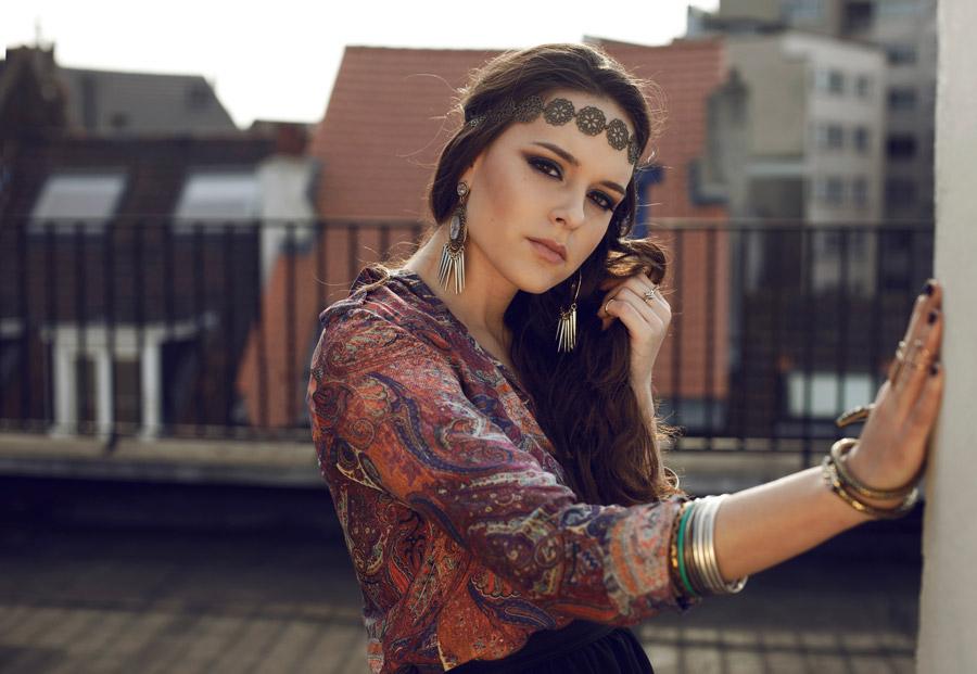 フリー写真 ヒッピースタイルの外国人女性