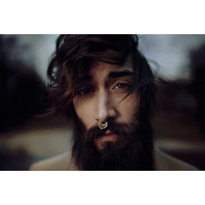 フリー写真, 人物, 男性, 外国人男性, 顔, 髭(ヒゲ), 泣く(泣き顔), 鼻ピアス