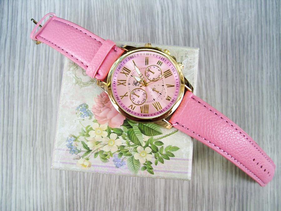 フリー写真 ピンク色の腕時計