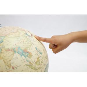 フリー写真, 人体, 手, 指差す, 日本の地形, 地球儀, 白背景