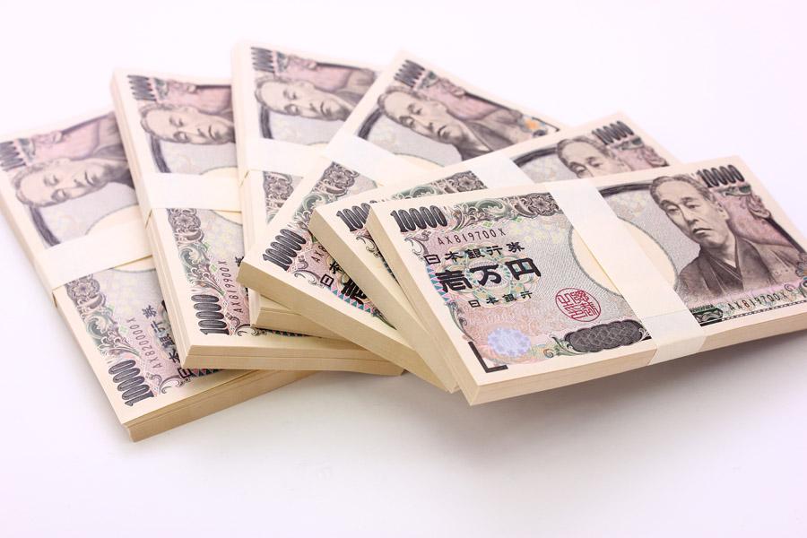 フリー写真 扇状に並べた1万円札の札束