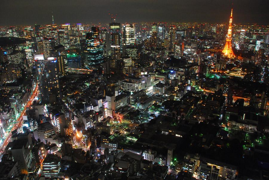 フリー写真 東京タワーと東京都の夜の街並み