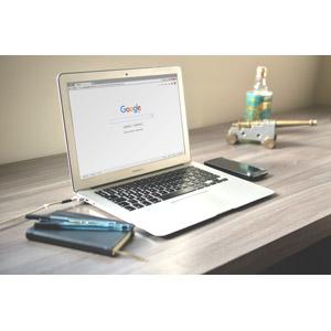 フリー写真, 家電機器, パソコン(PC), ノートパソコン, MacBook Air, アップル(Apple), 検索(サーチ), 手帳