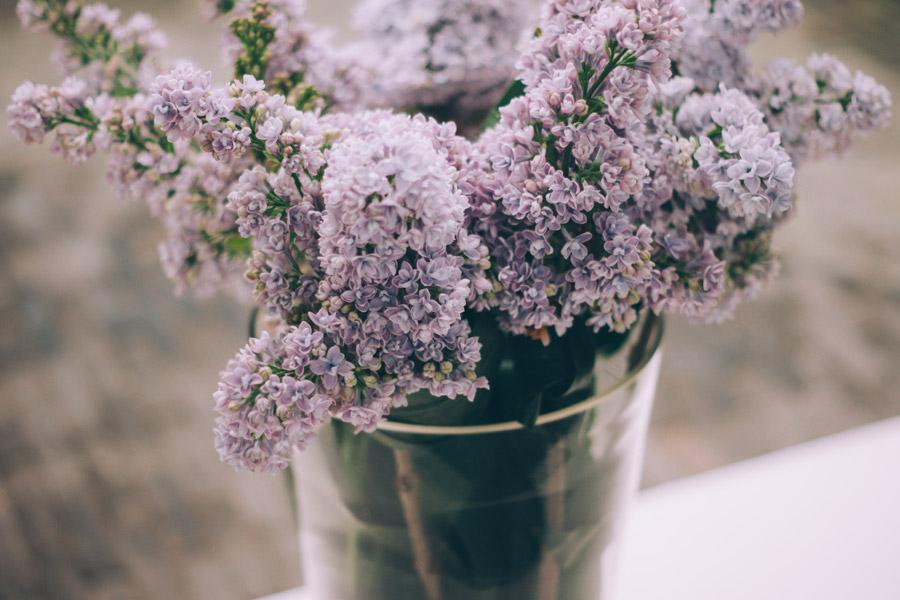 フリー写真 生けらたライラックの花