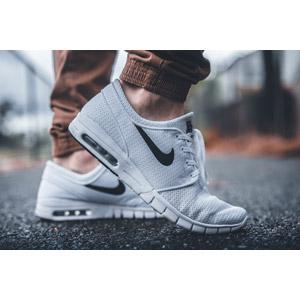 フリー写真, 人体, 足, 靴(シューズ), ナイキ(Nike), スニーカー