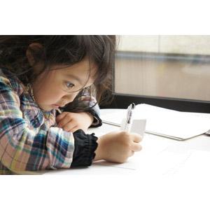 フリー写真, 人物, 子供, 女の子, アジアの女の子, 日本人, 書く, 宿題, 勉強(学習)