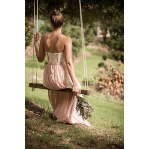 フリー写真, 人物, 女性, 外国人女性, 後ろ姿, 花束, 遊具, ブランコ