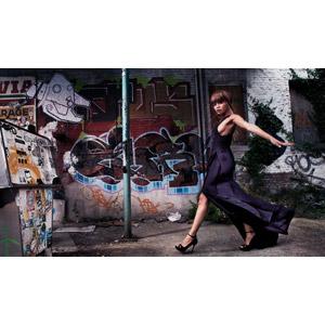 フリー写真, 人物, 女性, 黒人女性, ドレス, 人と風景, 手を広げる, 壁