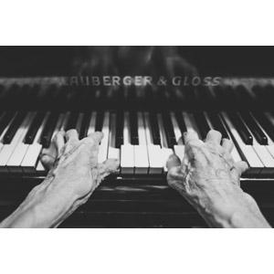 フリー写真, 人体, 手, 音楽, 演奏する, 楽器, 鍵盤楽器, ピアノ, モノクロ