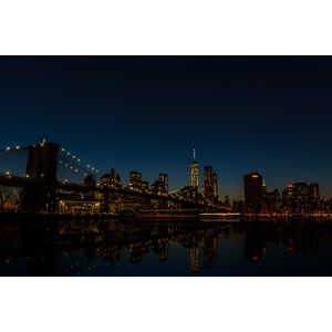フリー写真, 風景, 建造物, 建築物, 高層ビル, 都市, 街並み(町並み), ブルックリン橋, 橋, 夜, 夜景, アメリカの風景, ニューヨーク