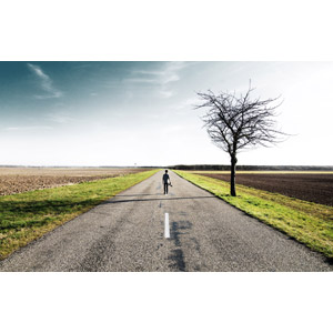 フリー写真, 風景, 人と風景, 道路, 田舎, 樹木, 畑, 後ろ姿