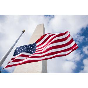 フリー写真, 風景, 建造物, 建築物, 塔(タワー), モニュメント, ワシントン記念塔, ワシントンD.C., 国旗, 旗(フラッグ), アメリカの国旗(星条旗), アメリカの風景