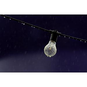 フリー写真, 照明器具, 電球, 雨, 水滴(雫)