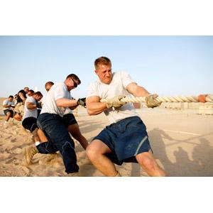 フリー写真, 人物, 男性, 外国人男性, 集団(グループ), 綱引き, スポーツ