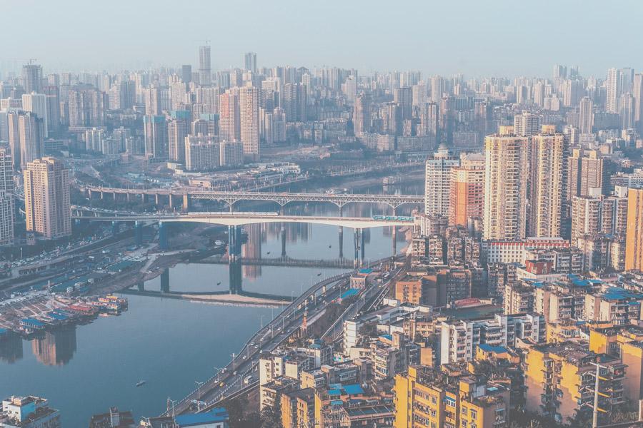 フリー写真 川と重慶市の街並み