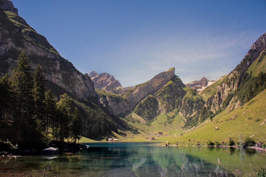 フリー写真 ゼーアルプ湖とアルトマン山の風景