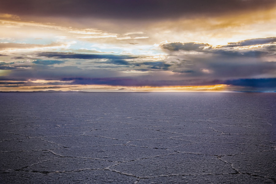フリー写真 夕暮れのウユニ塩湖